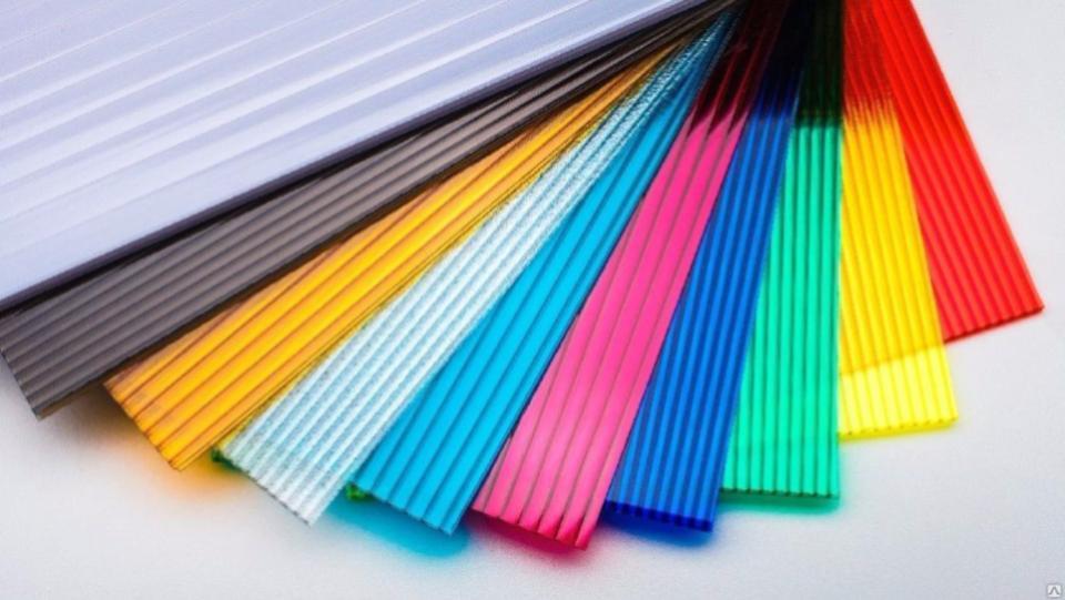 Цветной и прозрачный поликарбонат: особенности применения